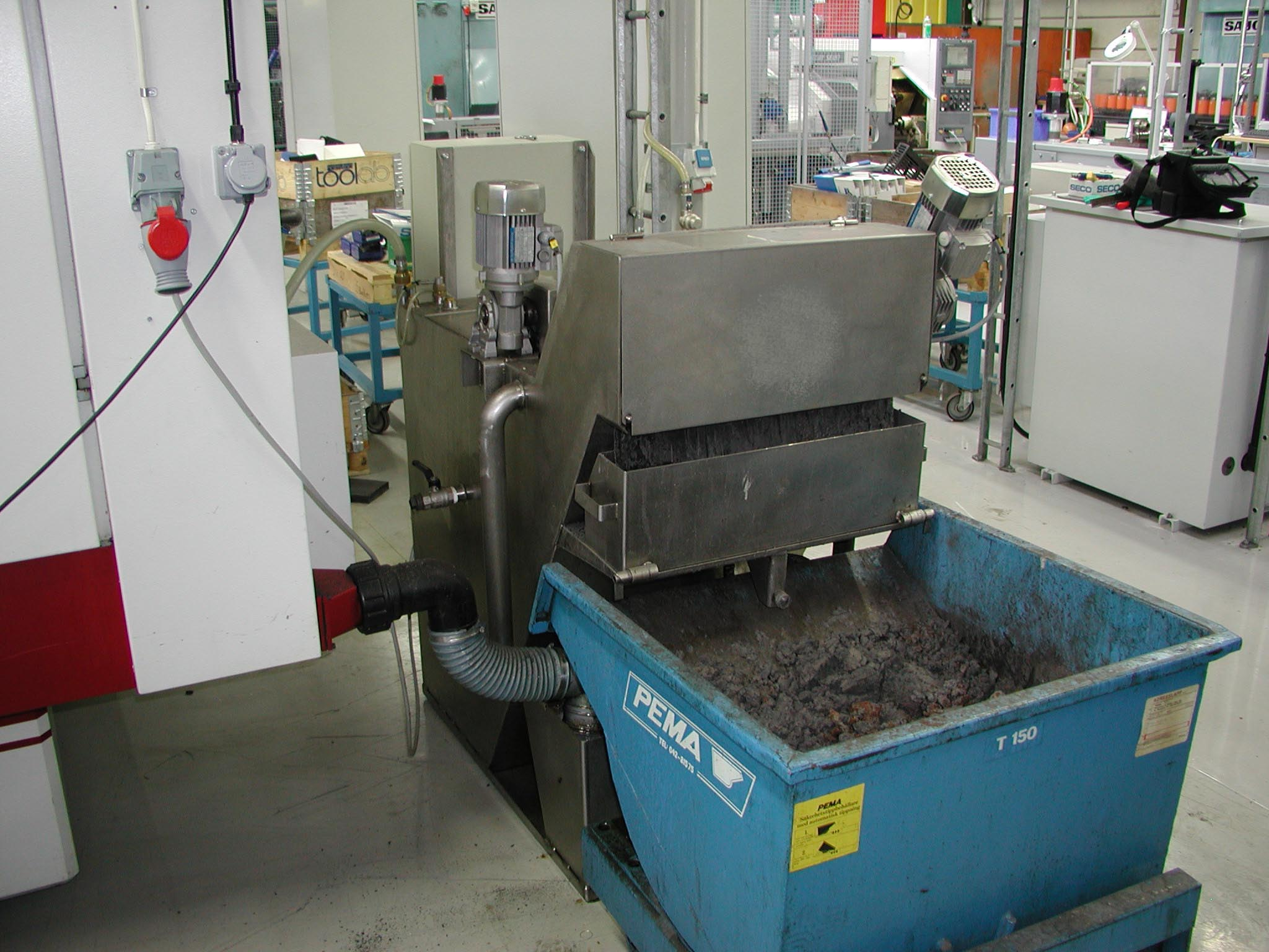 Filtration system for grinding coolants standalone grinders